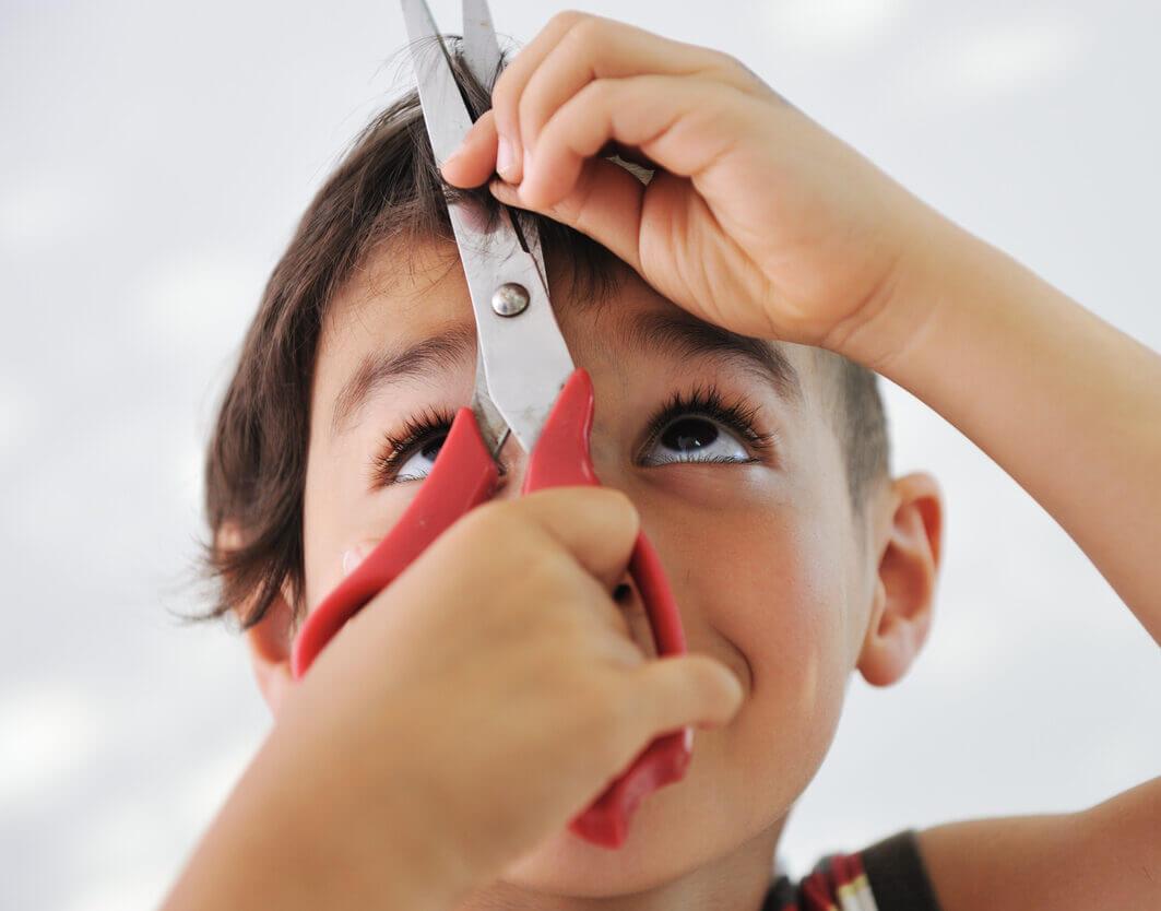 kids-cutting-his-hair